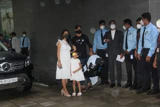 Geeta Basra and Harbhajan Singh spotted outside hospital as they leave for home with their second baby!