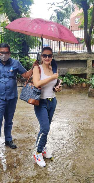 Ameesha Patel snapped at Kromakay salon in Juhu