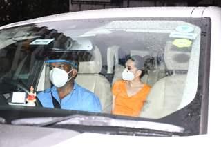 Karisma Kapoor snapped visiting Kareena Kapoor's residence