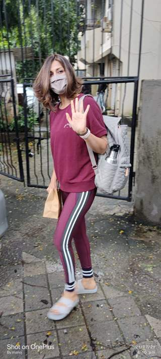 Sonali Bendre snapped at a salon in Juhu