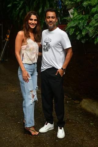 Vaani Kapoor poses with Abhishek Kapoor at the photoshoot of 'Chandigarh Kare Aashiqui'