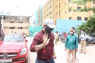 Hindustani Bhau, Asim Riaz others at copper hospital amidst Sidharth Shukla demise