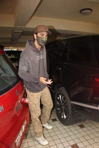 Ranbir Kapoor snapped at a dubbing studio at Khar, Mumbai