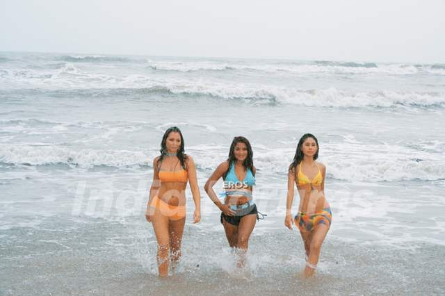 Sandhya,Tania and Anishka looking hot