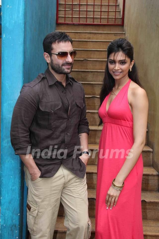 Saif Ali Khan and Deepika Padukone at Aarakshan film press ... Saif Ali Khan Wife Details