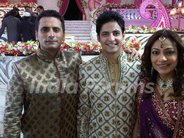 Karthik with Jai and Neha in Bade Acche Laggte Hai