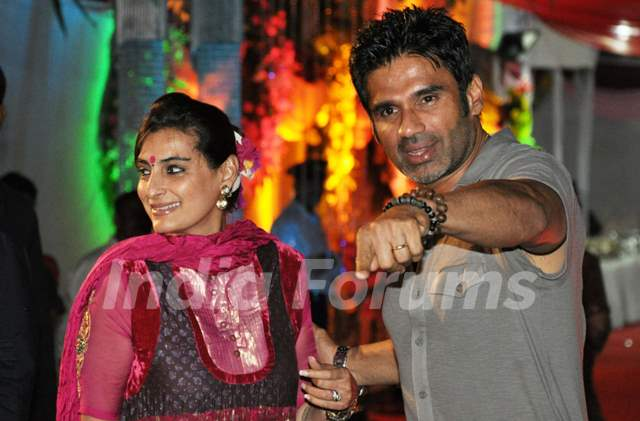 Suniel Shetty with wife grace Sanjay Dutt's Mata Ki Chowki ...