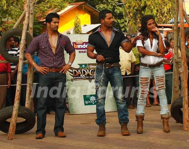 Amit Tandon on the sets of Dadagiri with Vishal Bhonsle and Shaurya Chauhan
