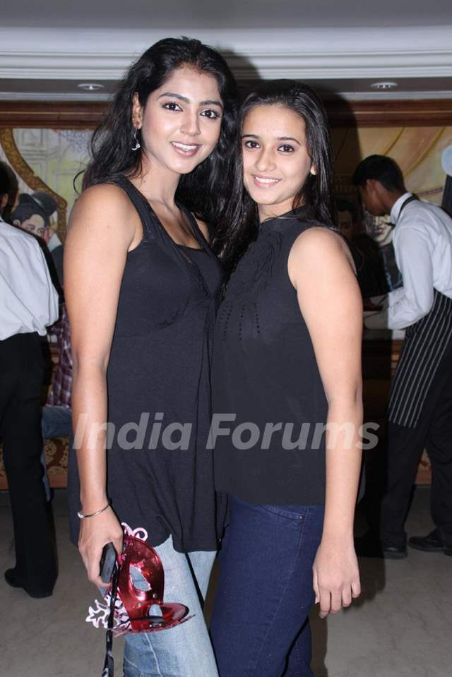 Snigdha Pandey and Shivani Surve grace completino of 200 episodes of Phulwa