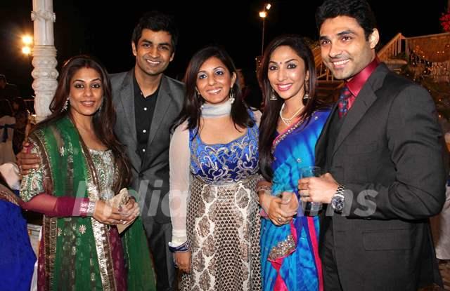 Munisha, Poonam & Manish Goel, Mouli and Mazher grace Deepshikha and Kaishav Arora wedding reception