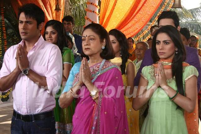 Main Lakshmi tere angan Ki Still image with Sudeep, Shraddha and Aroona irani.