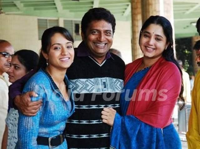 Aishwarya, Trisha and Prakash Raj at a photoshoot for the film Aakasamantha.