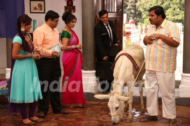 Debina Bonnerjee, Shilpa Shinde, Paresh Ganatra, Sumit Arora on the Sets of CG