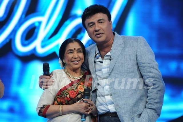 Asha Bhosle and Anu Malik on the set of Indian Idol 6