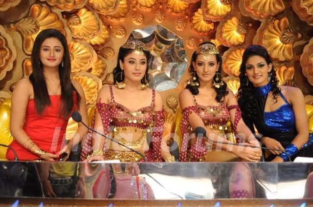 Rashmi Desai,Kritika Kamra, Additi gupta and Mukti Mohan in zara nachke dikha