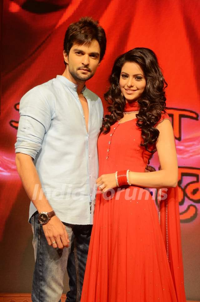Raqesh Vashihst and Aamna Sharif in Hongey Judaa Na Hum