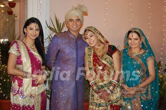 Rucha,Vishal,Firoza and Giaa on Saath Nibhana Saathiya set.