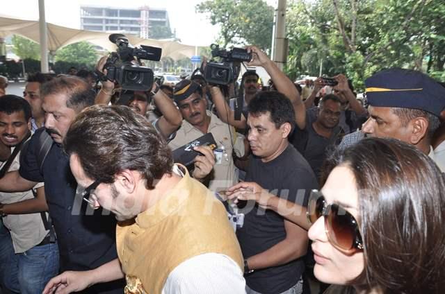 Bollywood actors Saif Ali with wife Kareena Kapoor leave ... Saif Ali Khan Wife Details