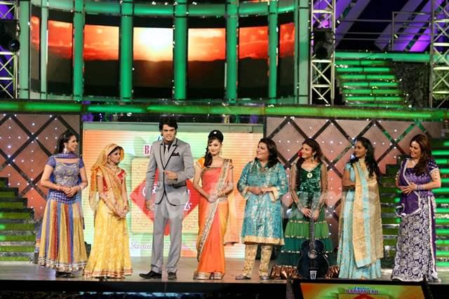 Ankita Lokhande, Manish Paul, Ratan Rajput, Divyanka Tripathi, Rajshree at Zee Rishtey Awards