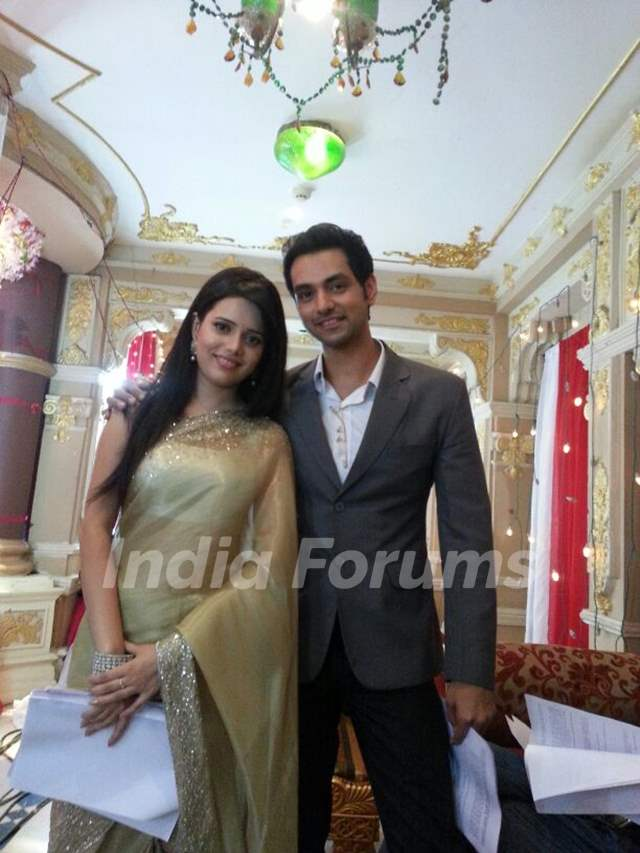 Shruti Kanwar as Ovi and Shakti Arora as Onir on the sets of Pavitra Rishta