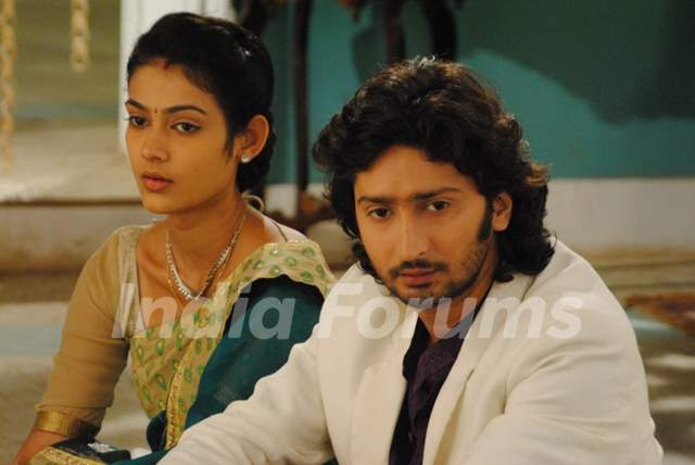 Kunal Karan Kapoor and Aakanksha Singh as Mohan and Megha in Na Bole Tum Na Maine Kuch Kaha Season 2
