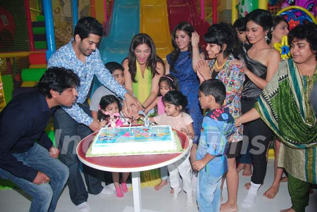 """Suhana Sinha and  Amit Tandon's """"Play Around"""" opening was a rocking affair"""