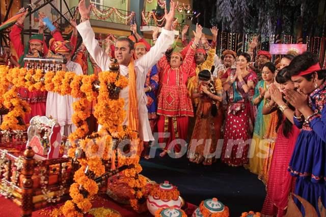 Taarak Mehta Ka Ooltah Chashmah team celebrating Janamastmi