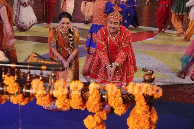 Dilip Joshi, Disha Wakani celebrating Janamastmi in Taarak Mehta Ka Ooltah Chashmah