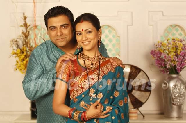 Ram as Keshubhai and Pallavi as Ketki in Basera