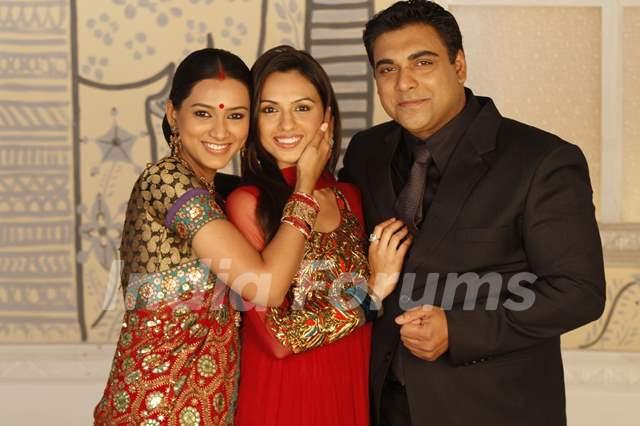 Ram Kapoor, Pallavi Subash and Priya Bhatija in Basera