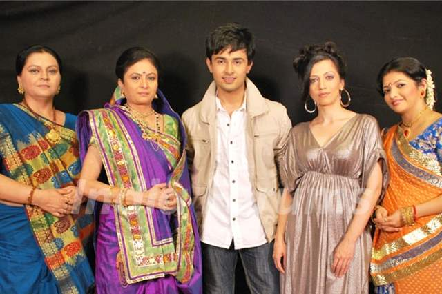 Cast of the show Shree
