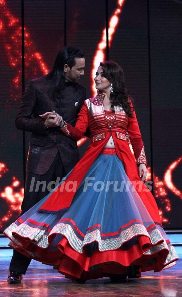 Dedh Ishqiya promotions on Dance India Dance Season 4