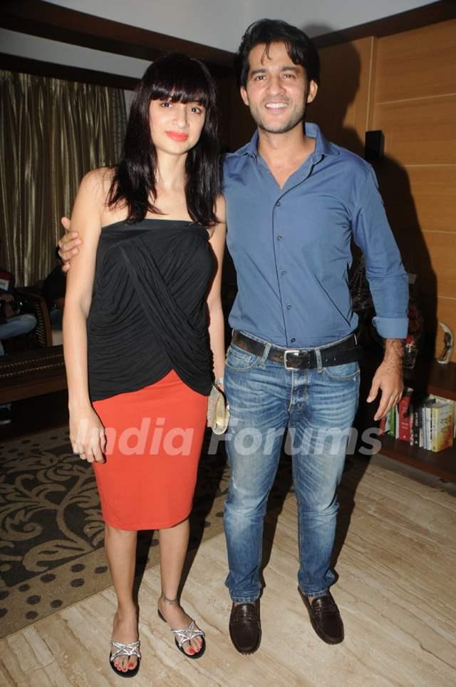 Gauri and Hiten Tejwani at Kaushik Banerjee's Birthday Bash
