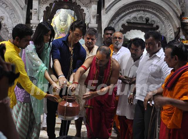 Tiger Shroff and Kriti Sanon perform a pooja at Babulnath Temple