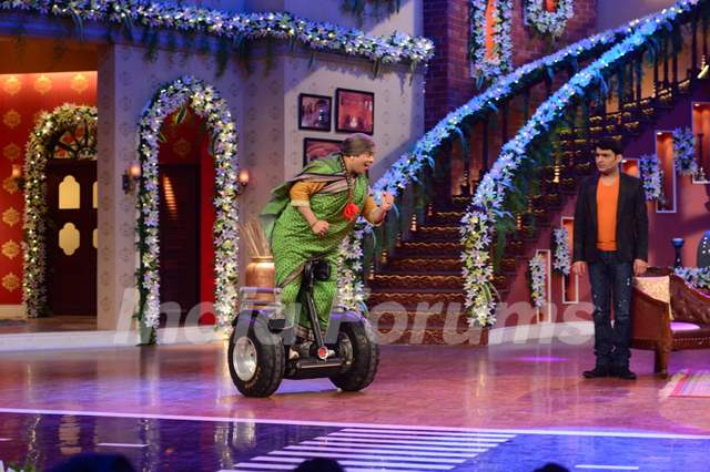 Kiku Sharda does a stunt on segway scooter on CNWK