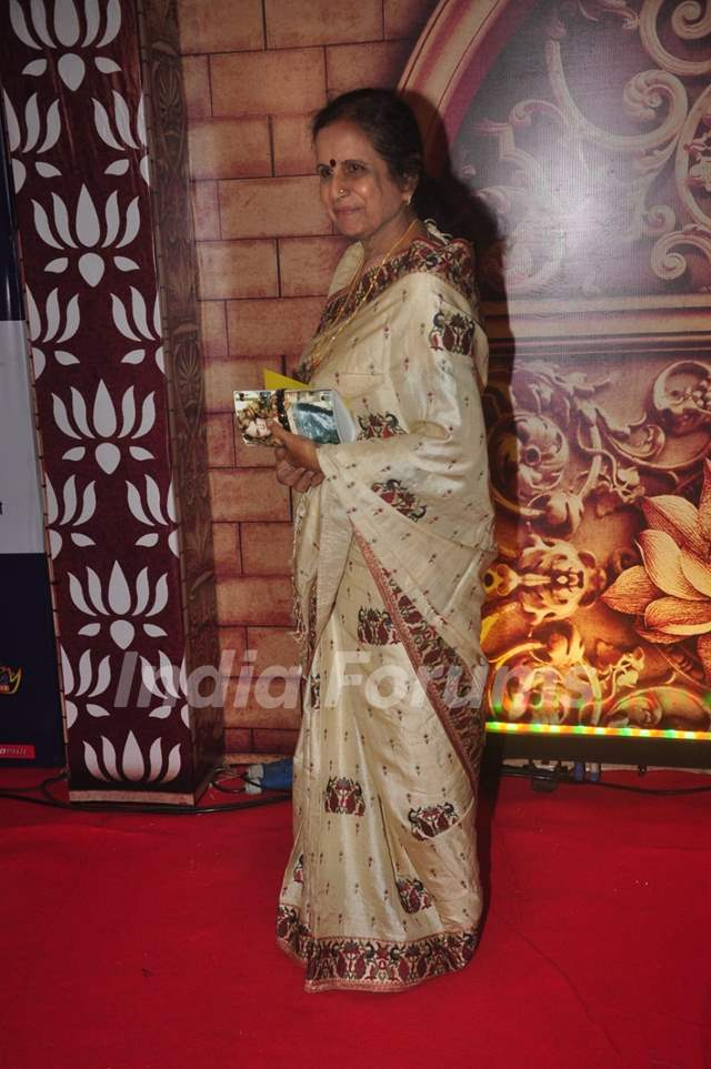 Usha Nadkarni poses for the media at Zee Rishtey Awards
