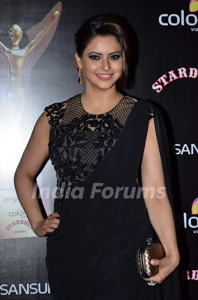 Aamna Shariff poses for the media at Sansui Stardust Awards Red Carpet