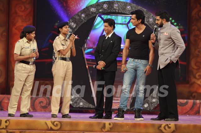 Abhishek Bachchan interacts with Police Officials at Umang Police Show