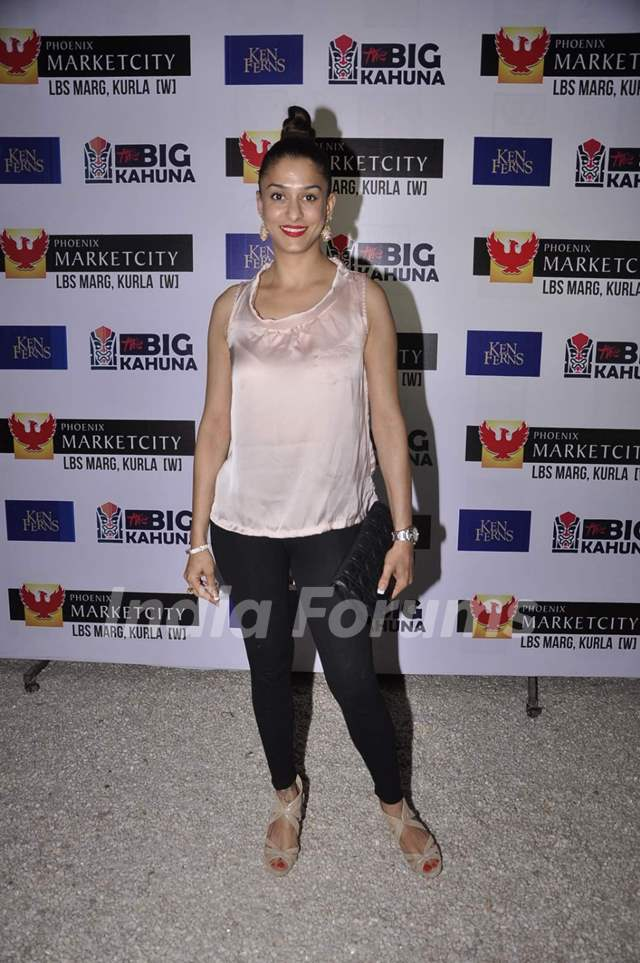 Shilpa Saklani poses for the media at Ken Ferns 2015 Collection Bash