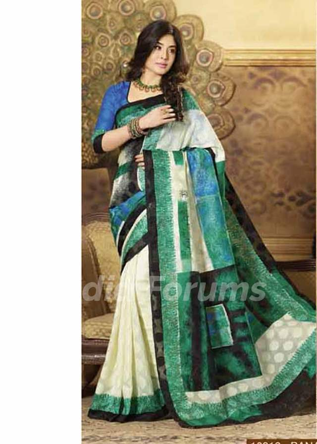 Kritika Kamra wearing Saree -Cream and Green Bhagalpuri Silk Saree