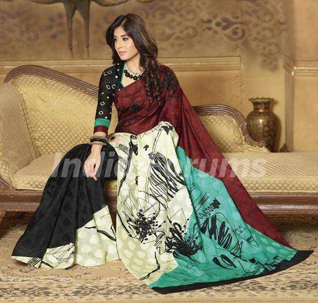 Kritika Kamra wearing Bollywood Style Black And maroon Colour Art Silk