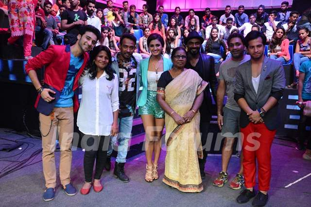 Contestants of Dance Plus Click a Picture with Remo Dsouza's Mother
