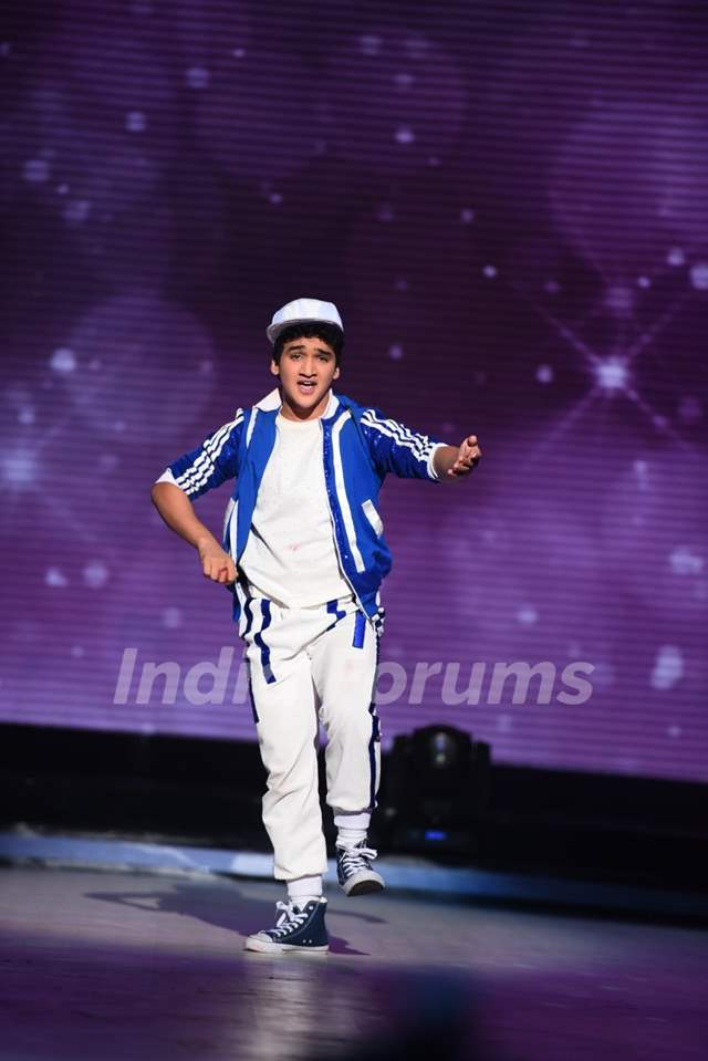 Faisal Khan Performs During Promotions of Hero on Jhalak Dikhla Jaa 8