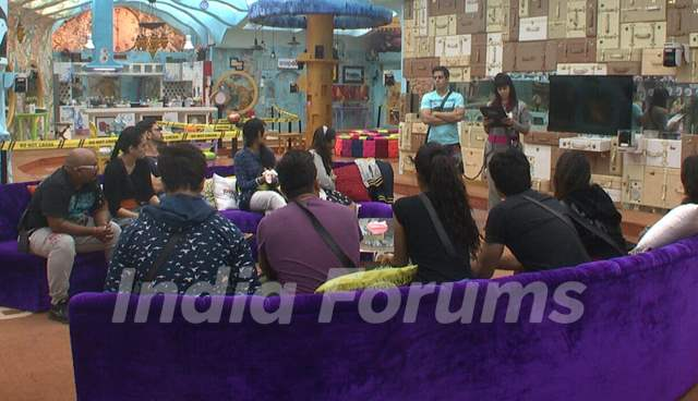 Bigg Boss Nau : Day 9 - Aman and Kishwer Read the Task