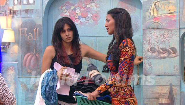 Bigg Boss 9 Nau: Day 43 - Kishwer Merchantt and Rochelle Rao