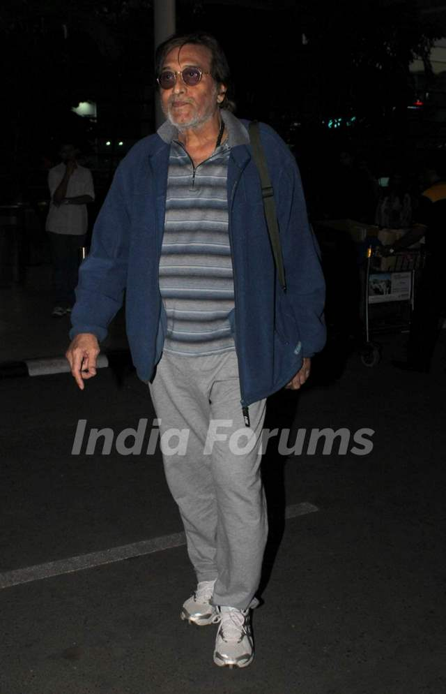 Vinod Khanna Snapped at Airport