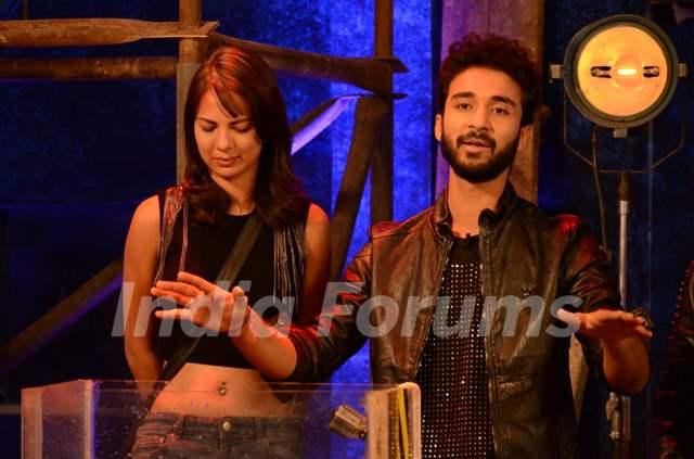Raghav Juyal on Bigg Boss 9 contestant Rochelle Rao for a Task