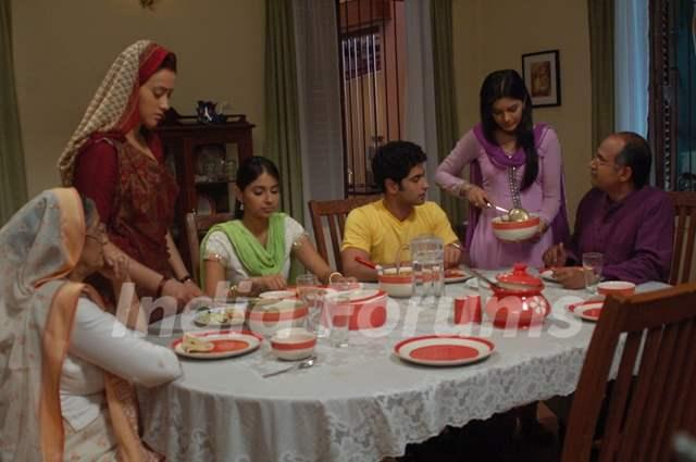 Pratigya family having their dinner