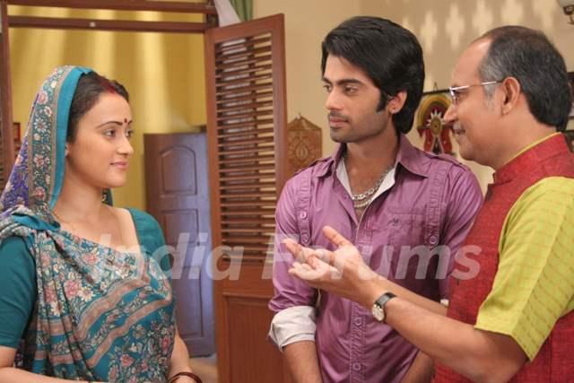 Krishna with Pratigya mother and father