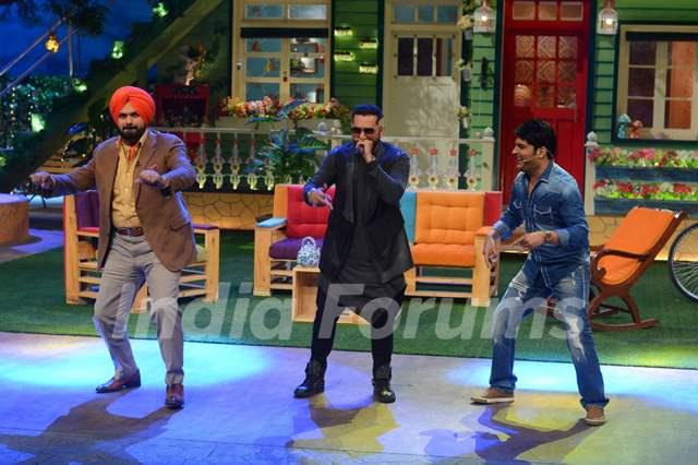 Navjot Singh Siddhu, Honey Singh and Kapil SharmaThe Kapil Sharma Show